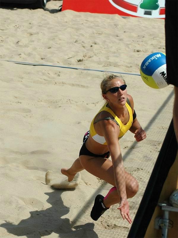 国外女子沙滩排球比赛 高清图片
