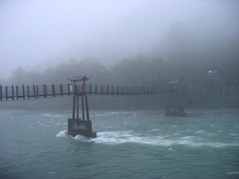 雾锁安澜桥.