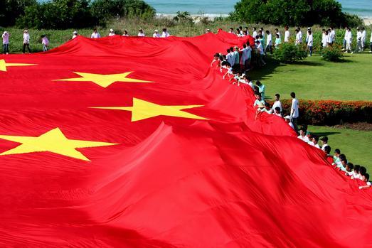 史上最大一面五星红旗亮相三亚高清图片