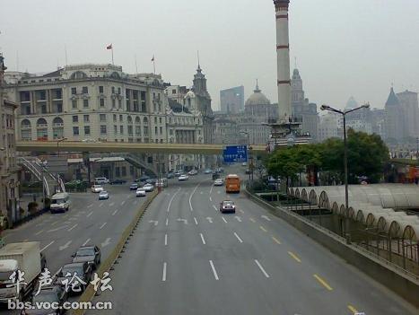 逛完外滩,再去南京路步行街,南京东路向东市外滩,向西走就是步行图片