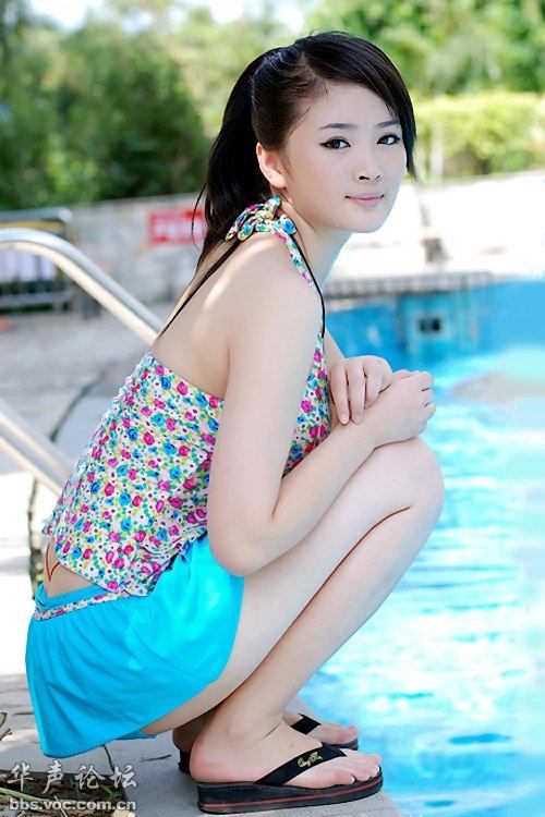 泳池里的嫩白美少女 美女贴图