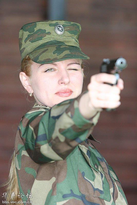 全球持美女大PK 军事贴图