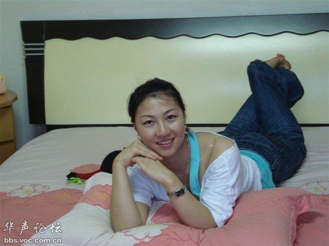 快来看看 美女床上诱惑拍照姿势