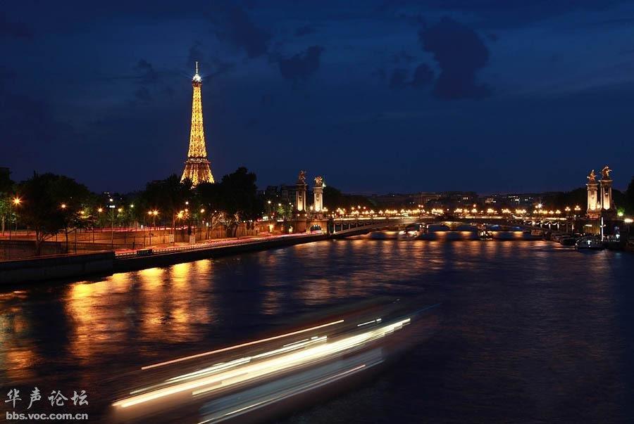这是5月21日拍摄的巴黎塞纳河夜景.  高清图片