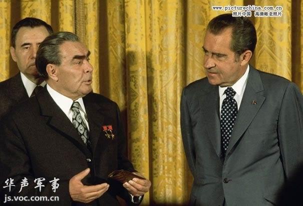 往苏联会见苏联领导人勃列日涅夫-冷战时期的美国领袖 旧照片图片