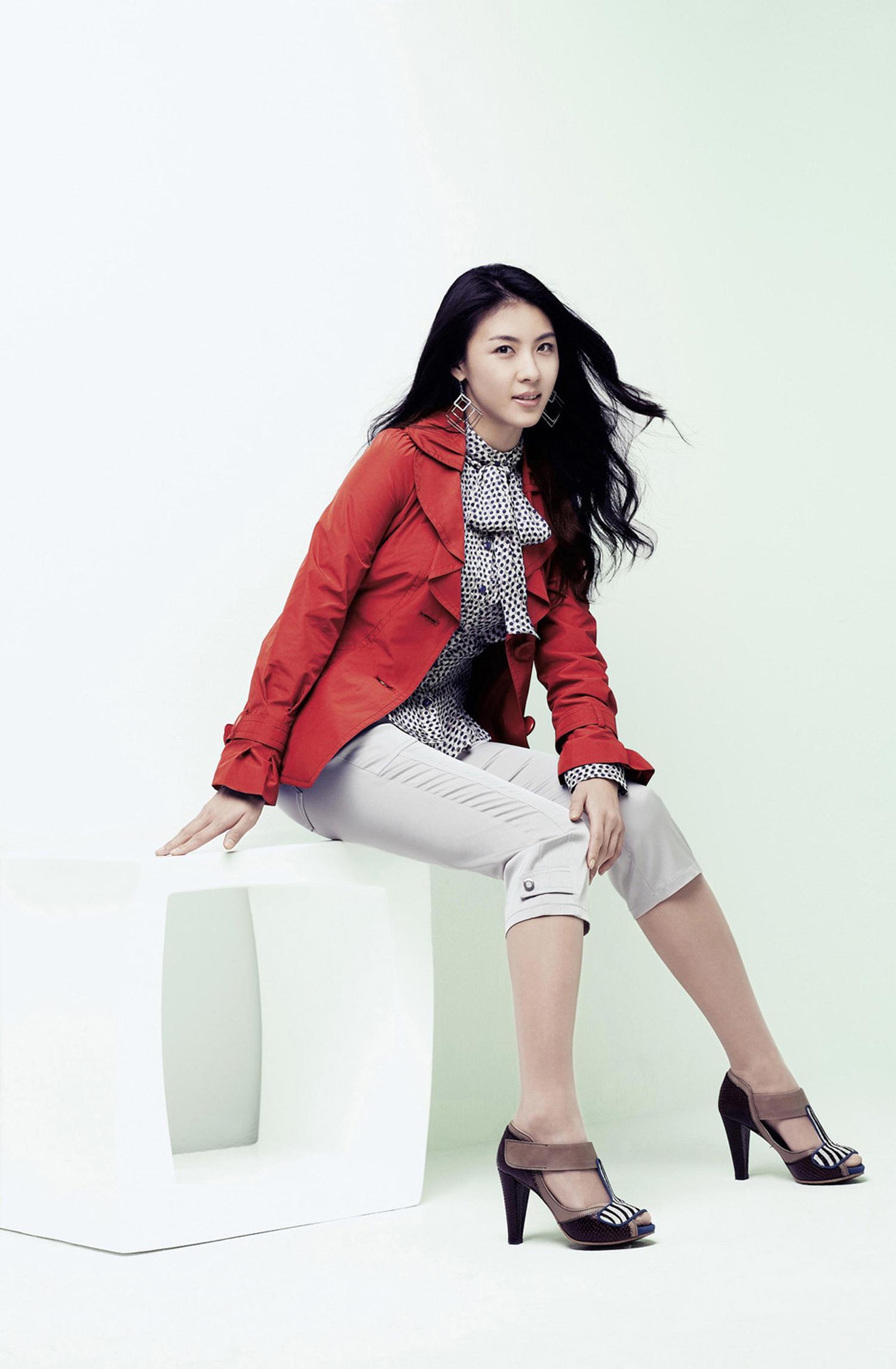 韓國女星河智苑