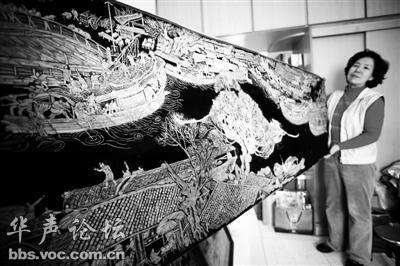 北京居民用瓜子皮粘贴12米 清明上河图