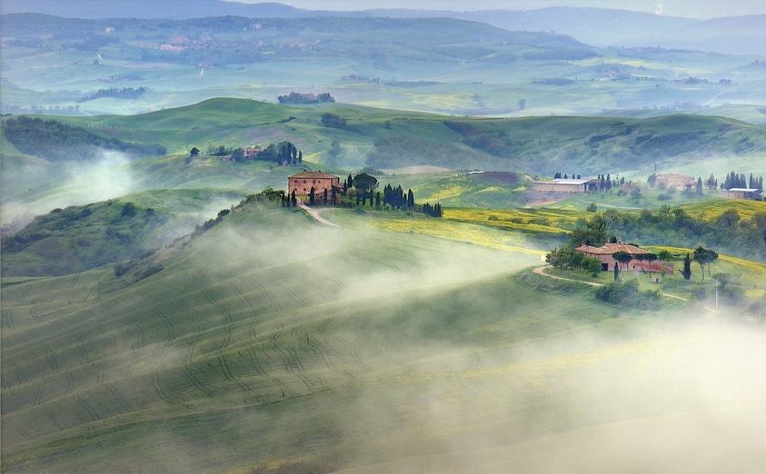 雾中风景高清图片
