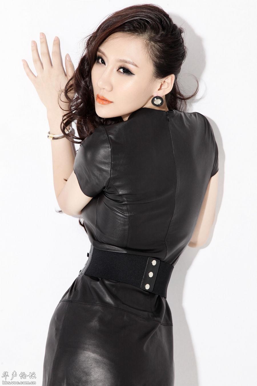陈馨宇黑色紧身皮衣魅力写真 - 美女贴图 - 华声