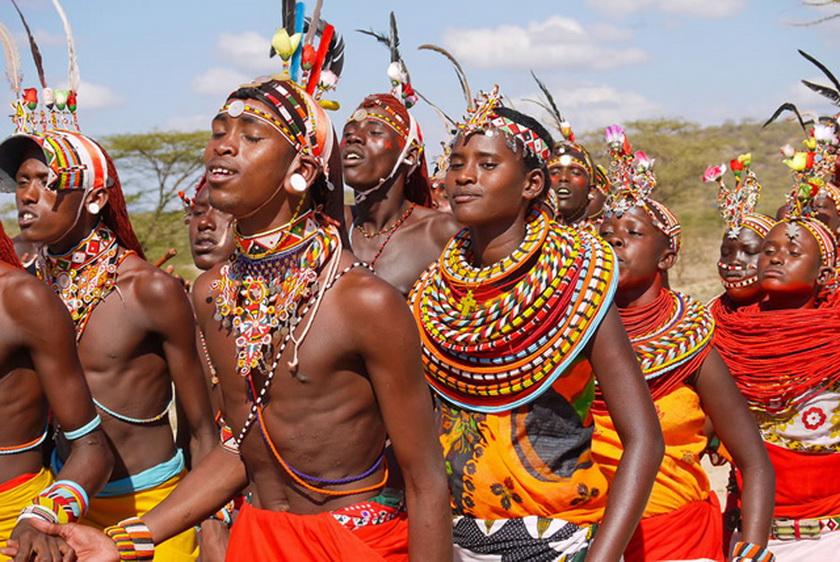 非洲著名景点人文_非洲祖鲁族一夫多妻的奇特原始风情人文艺术