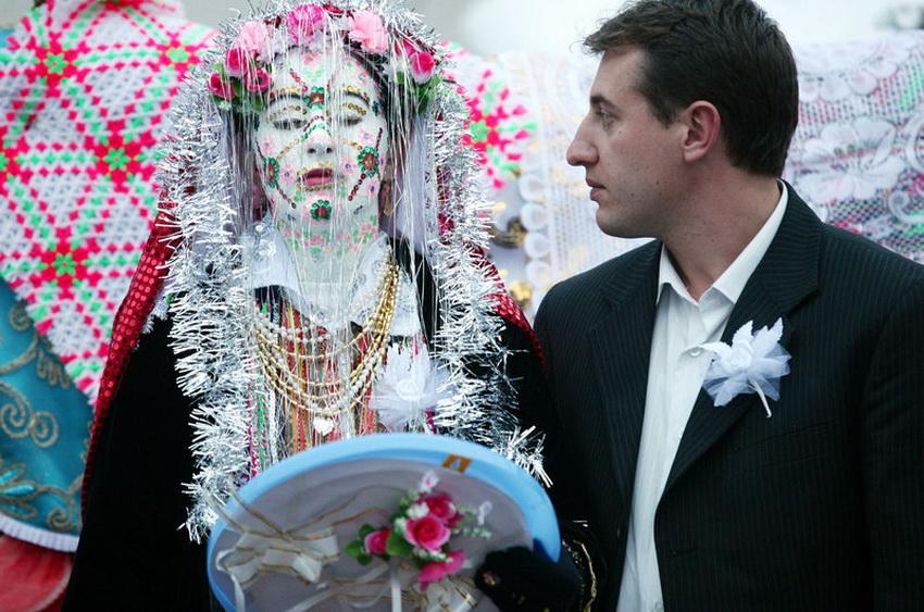 图文 * 剪影面涂厚重白漆出嫁的保加利亚新娘