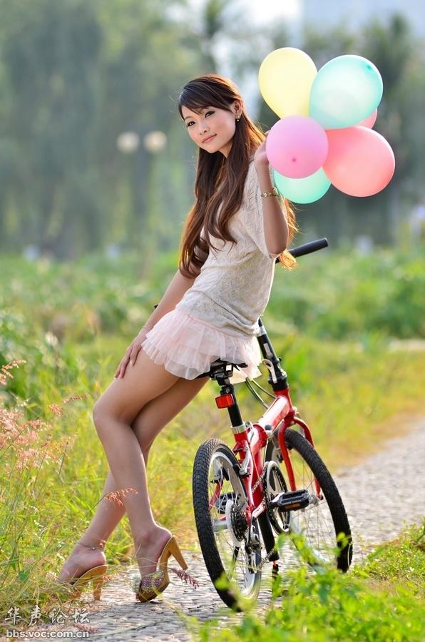 单车女孩等你骑图片
