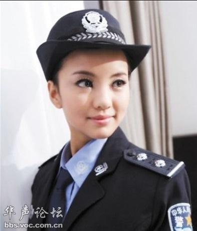 女警察的丝美脚妻照-模特假冒警花微博发黑丝照获刑9个月