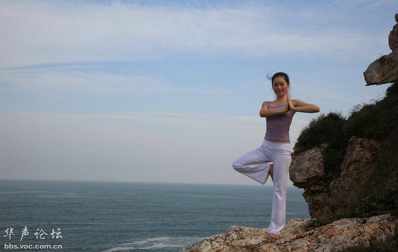 实拍在海边练瑜伽的性感女子 美女贴图