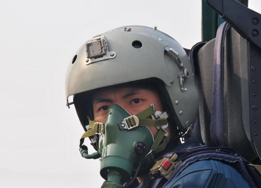 打出11 0的中国空军最年轻王牌飞行员