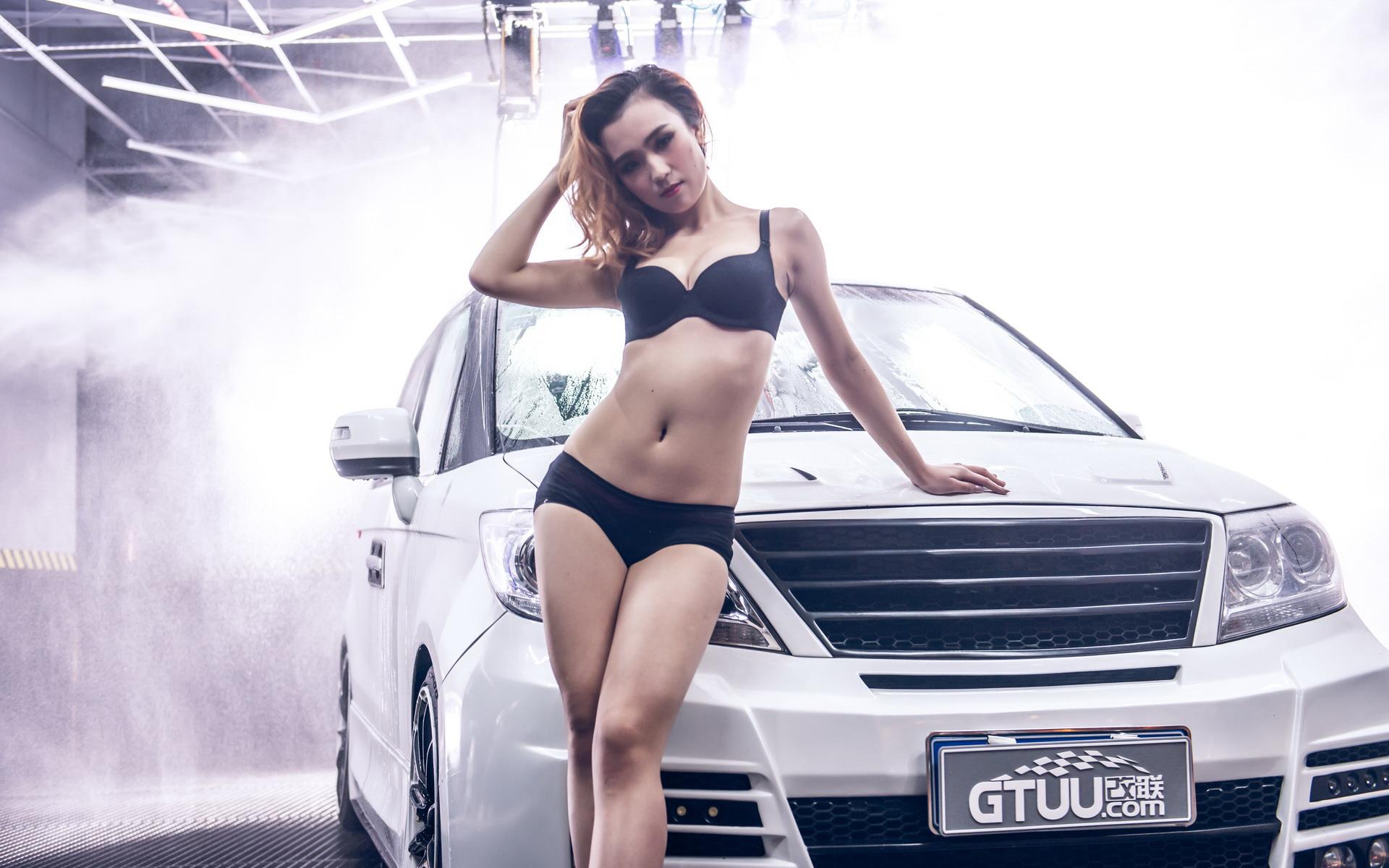 东风本田艾力绅 改装车美女杨若蕾模特宽屏壁纸高清图片