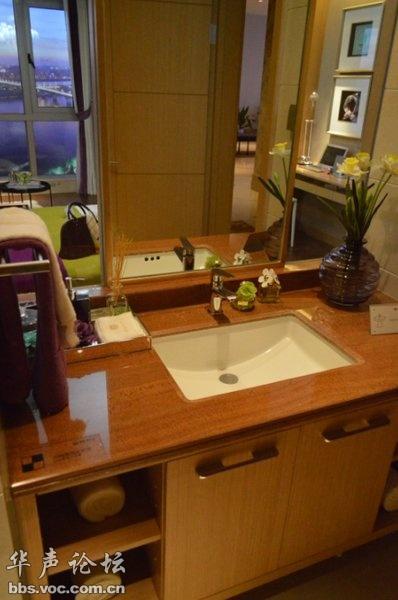 而且房间里的装修也很漂亮呢,简洁大方而且美观,不愧是酒店