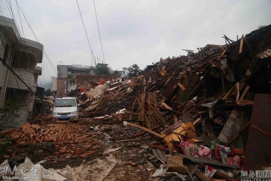 直击云南鲁甸地震救援现场图片