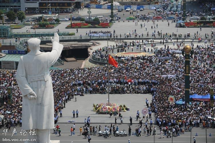 华成都市广场_六、七十年代中国大地上的毛泽东塑像 - 图说历史|国内 - 华声论坛