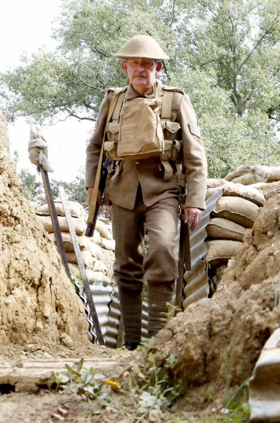 英国历史学家后院建战壕还原一战前线生活图片