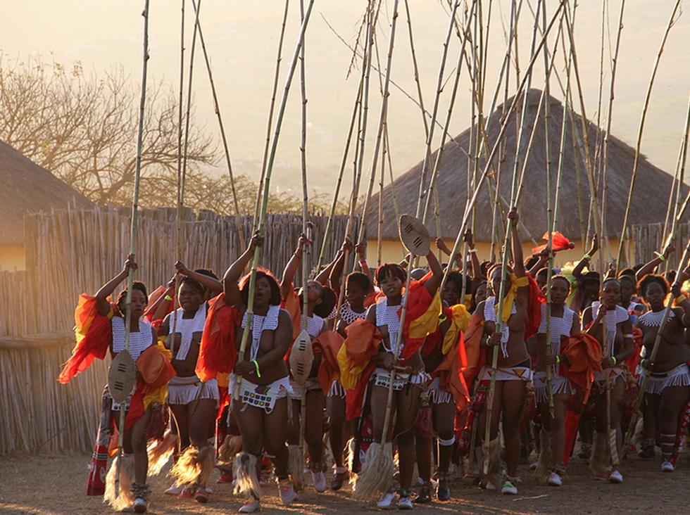 """南非少女芦苇节_[图文] ****** 南非祖鲁人庆祝""""芦苇节""""剪影 ****** [推荐](页 1 ..."""