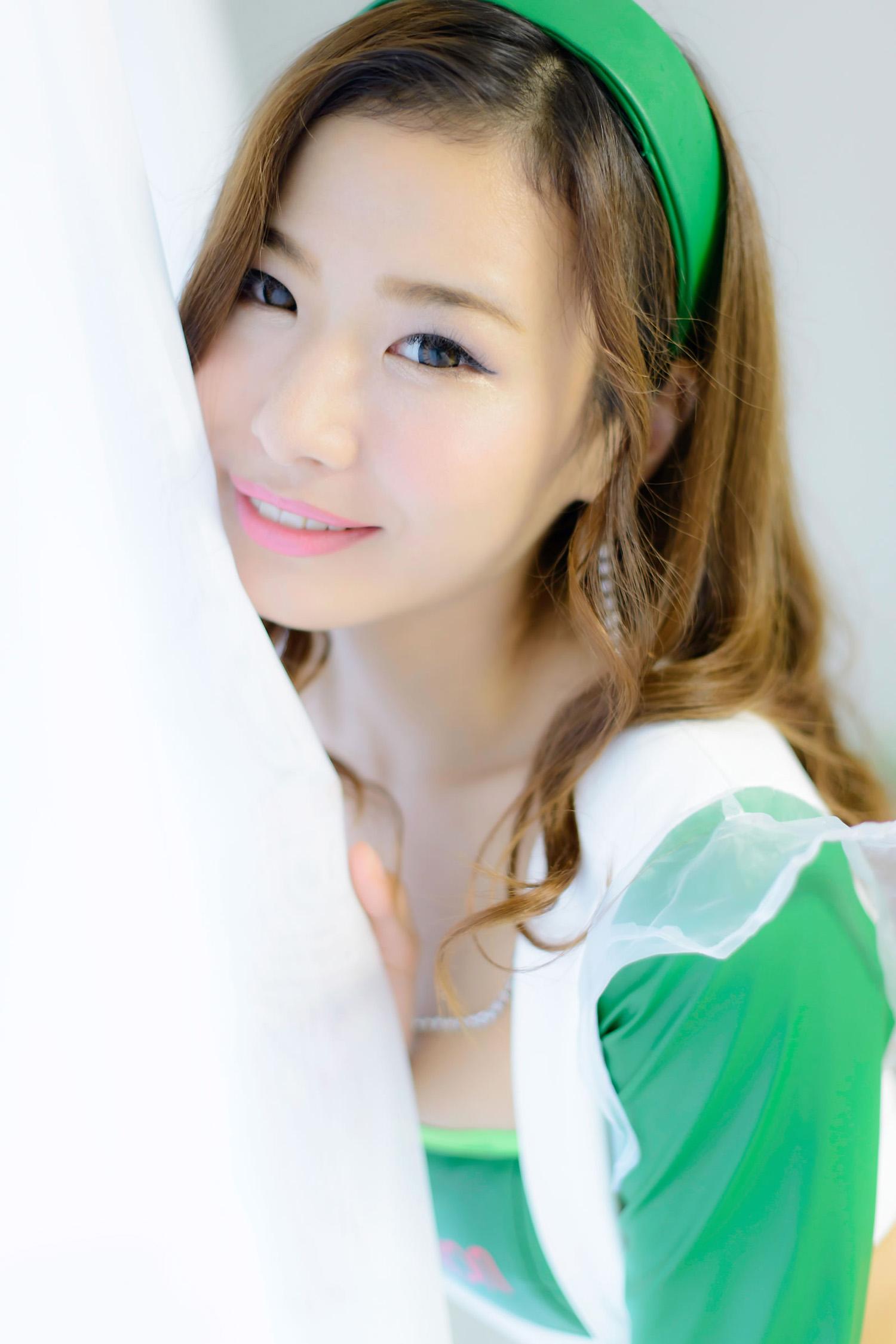 Momo Koyama 小山桃 Hot Race Queen Outfit   Gravure Girls Idols
