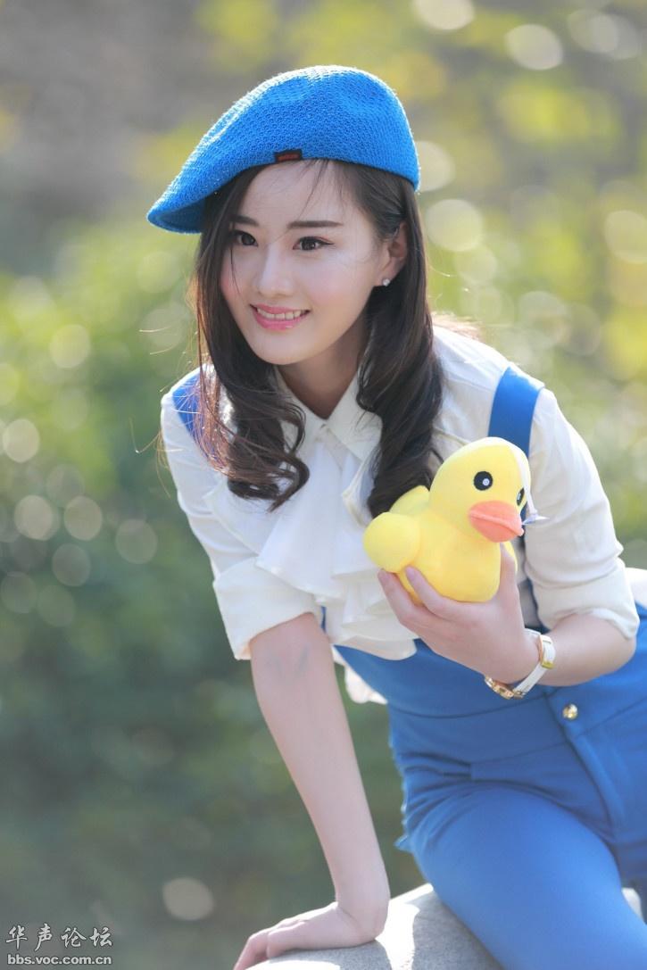 漂亮青春蓝帽少女图片