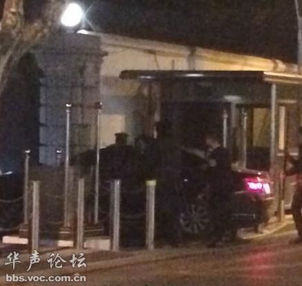 人民网 上海美领馆遭福建牌照轿车冲撞 哨兵受伤 高清图片