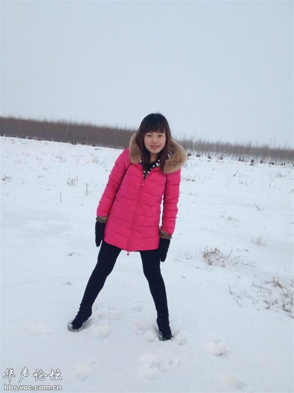 原创两个小美女拍雪景 网友自拍