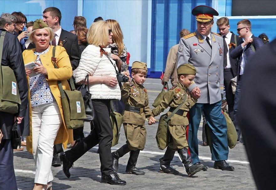 图文 === 俄罗斯胜利日阅兵场上的二战老兵和