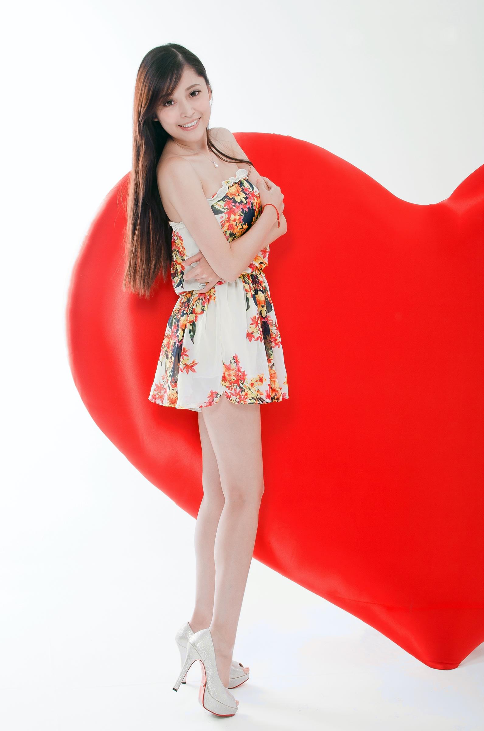 小色哥美女av电影_女神模特-恬小鱼系列之二[15P]/直播妹妹博客