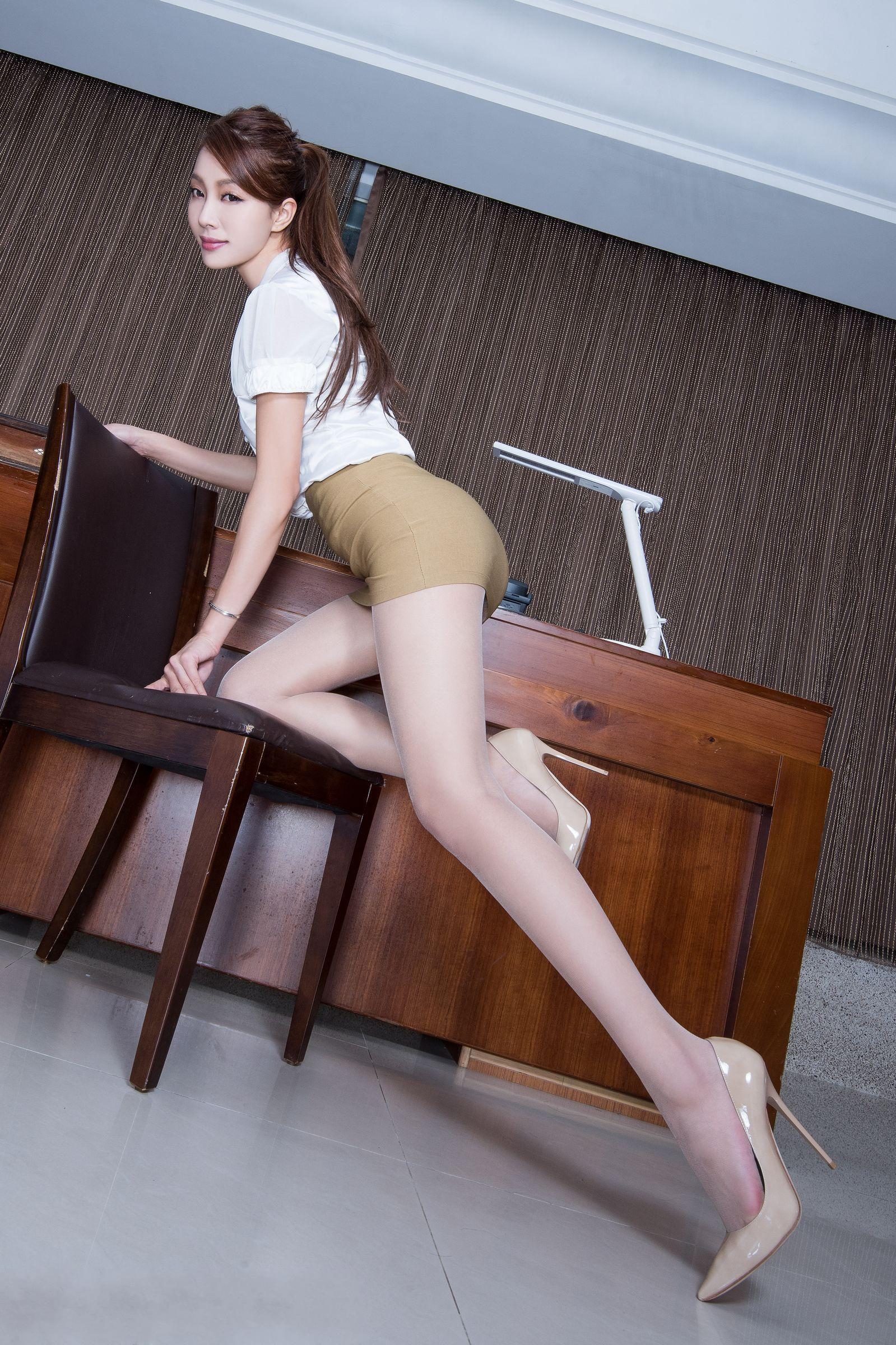 北彩美女美腿秀--Emma和FII[40P]Zh5zy