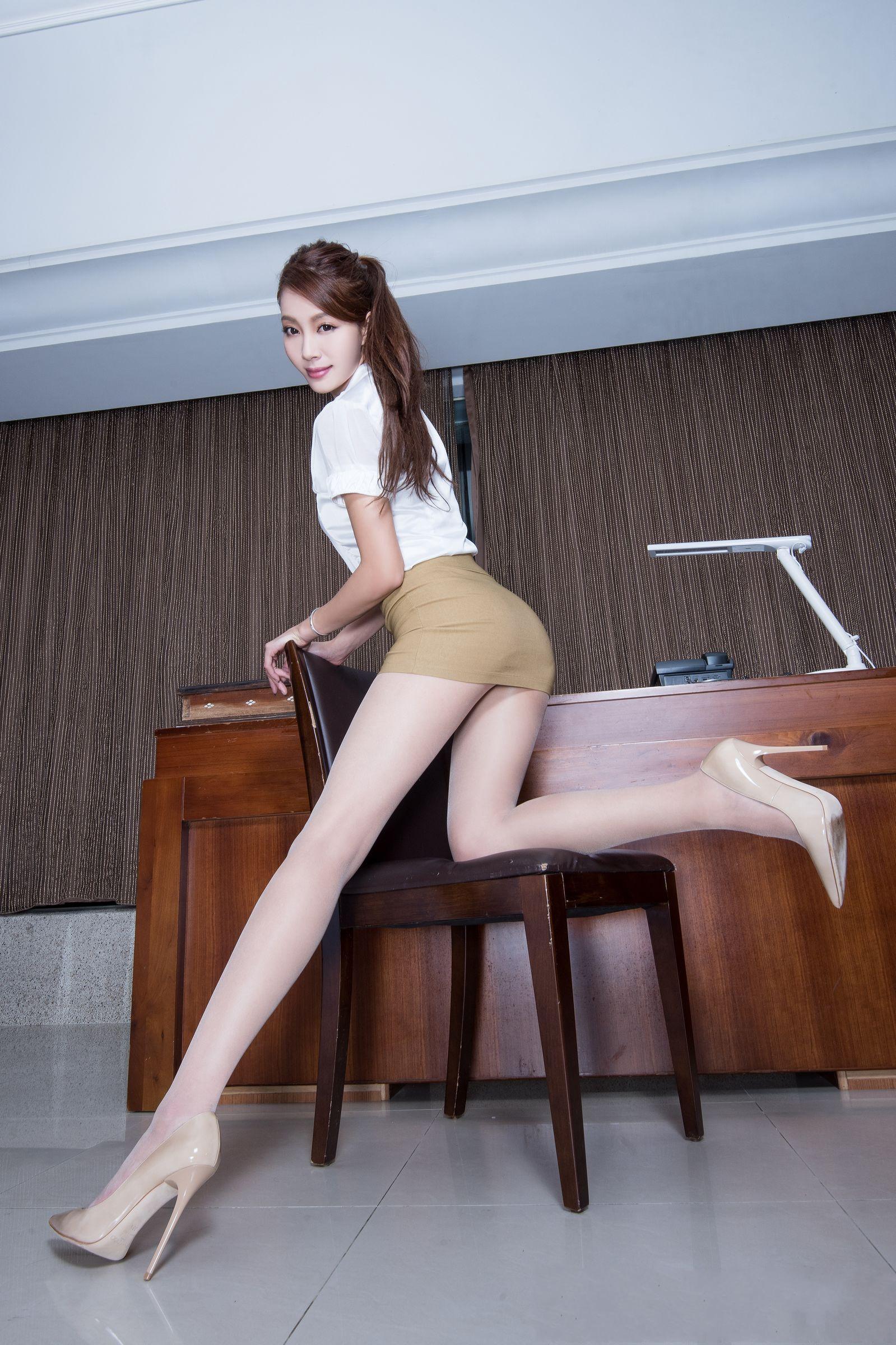 北彩美女美腿秀--Emma和FII[40P]u5xsr