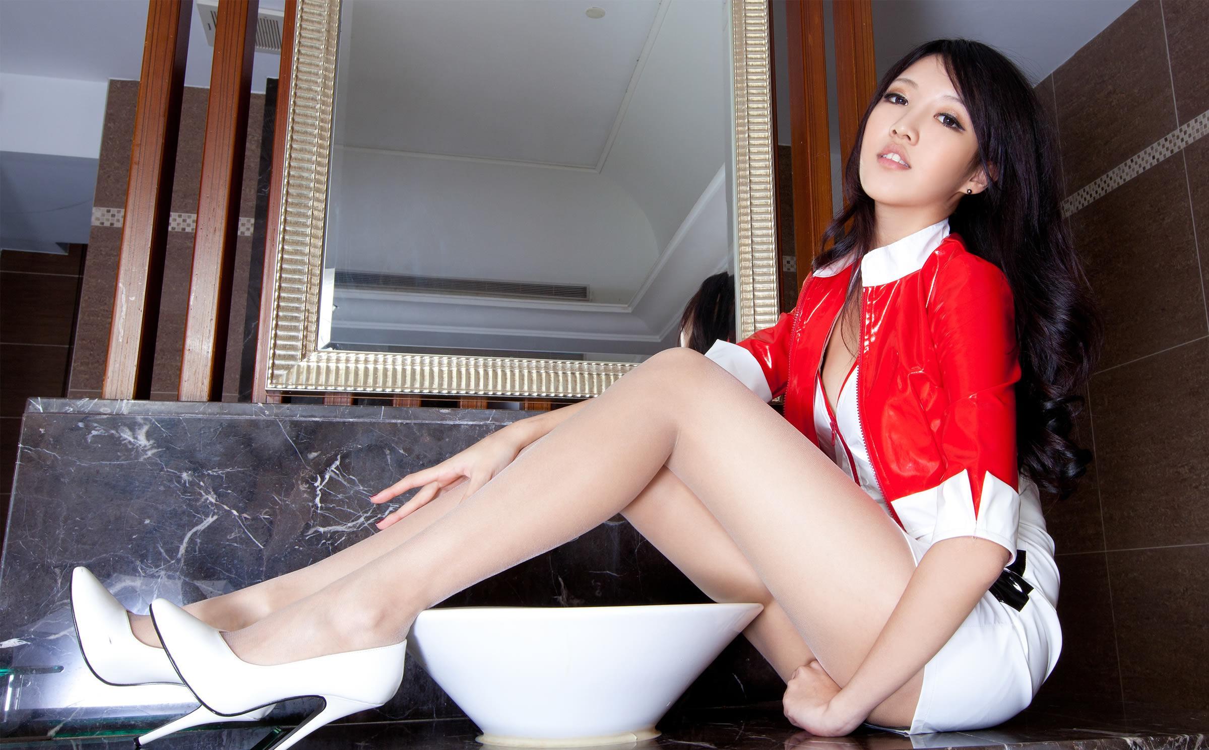 长腿制服美女的诱惑 - 花開有聲 - 花開有聲