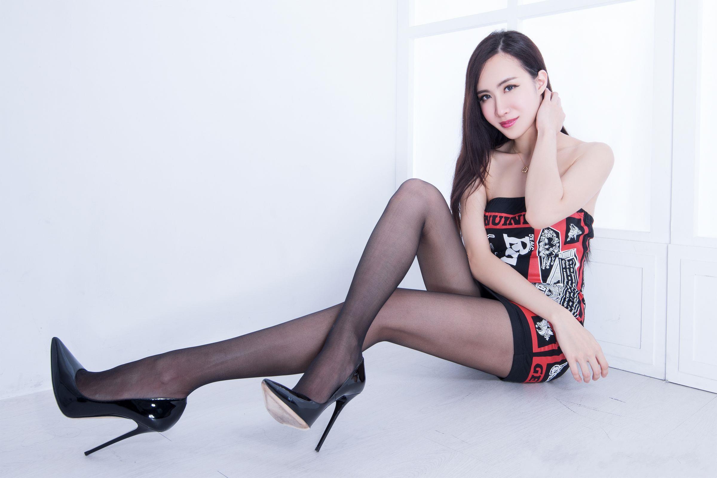 北彩美女美腿秀--Emma和FII[40P]Bm302