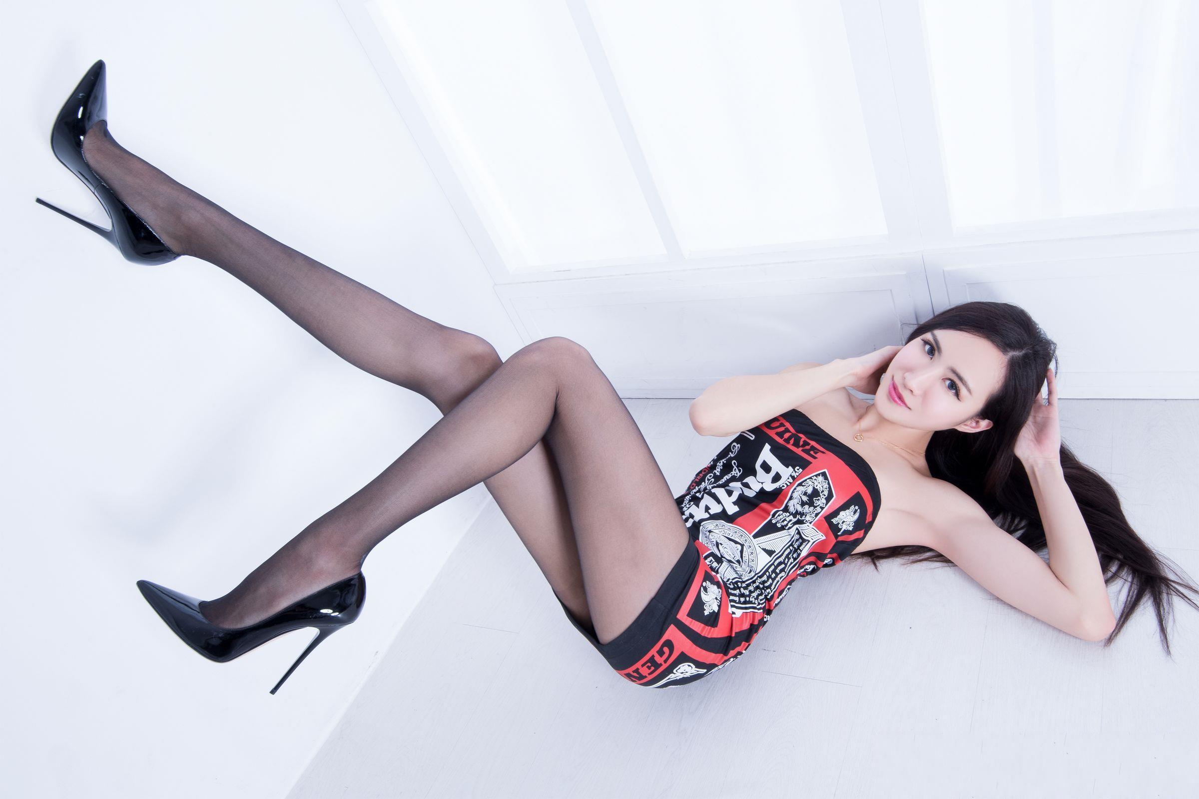 北彩美女美腿秀--Emma和FII[40P]qtWWx