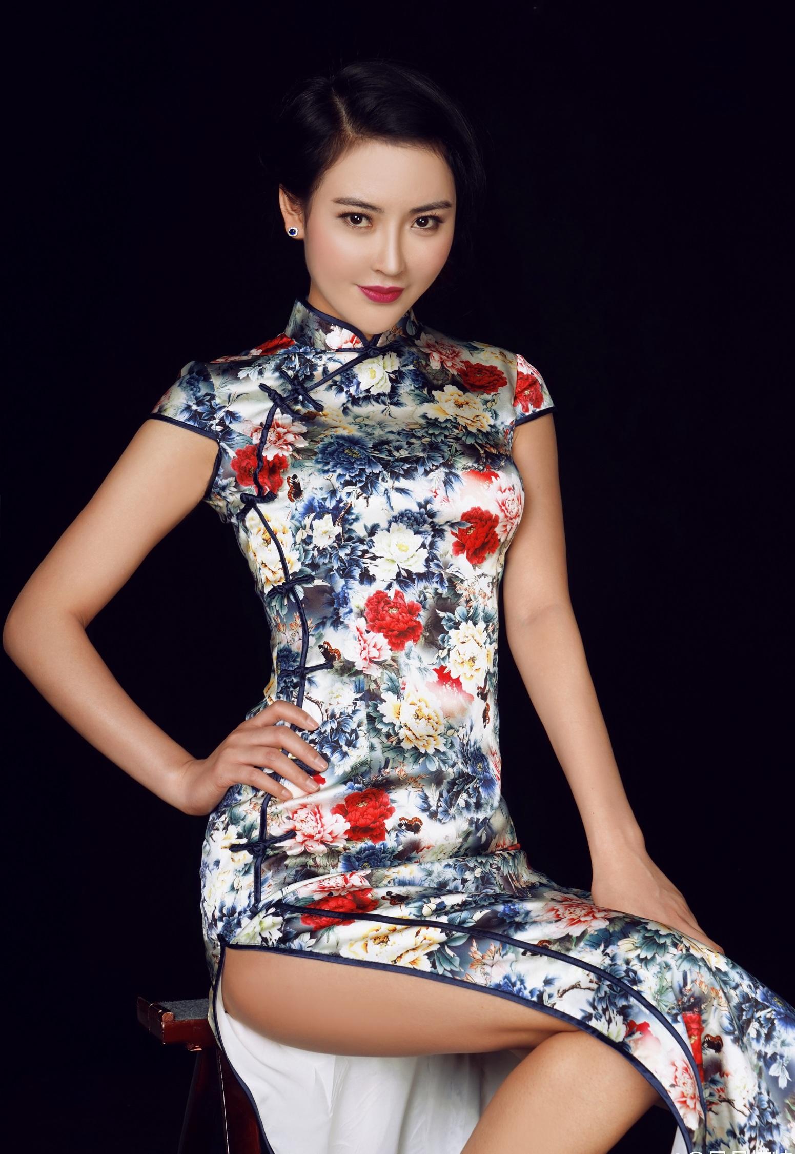 旗袍美女  身形优美 - 花開有聲 - 花開有聲