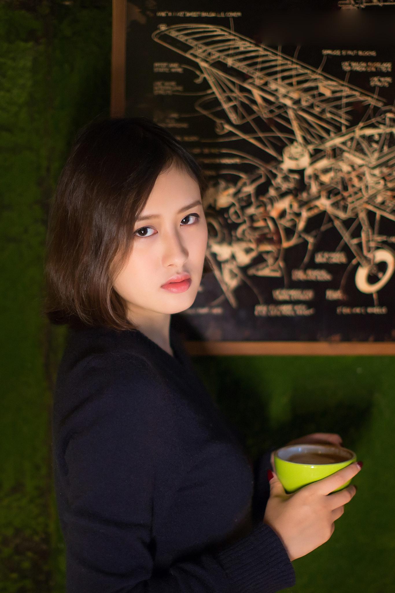 咖啡屋里的美人 - 花開有聲 - 花開有聲