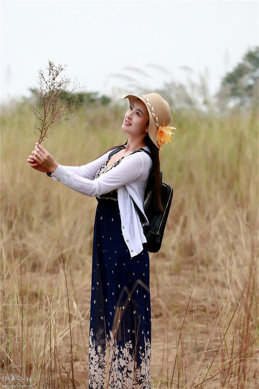 荒草中的靓色 - 花開有聲 - 花開有聲