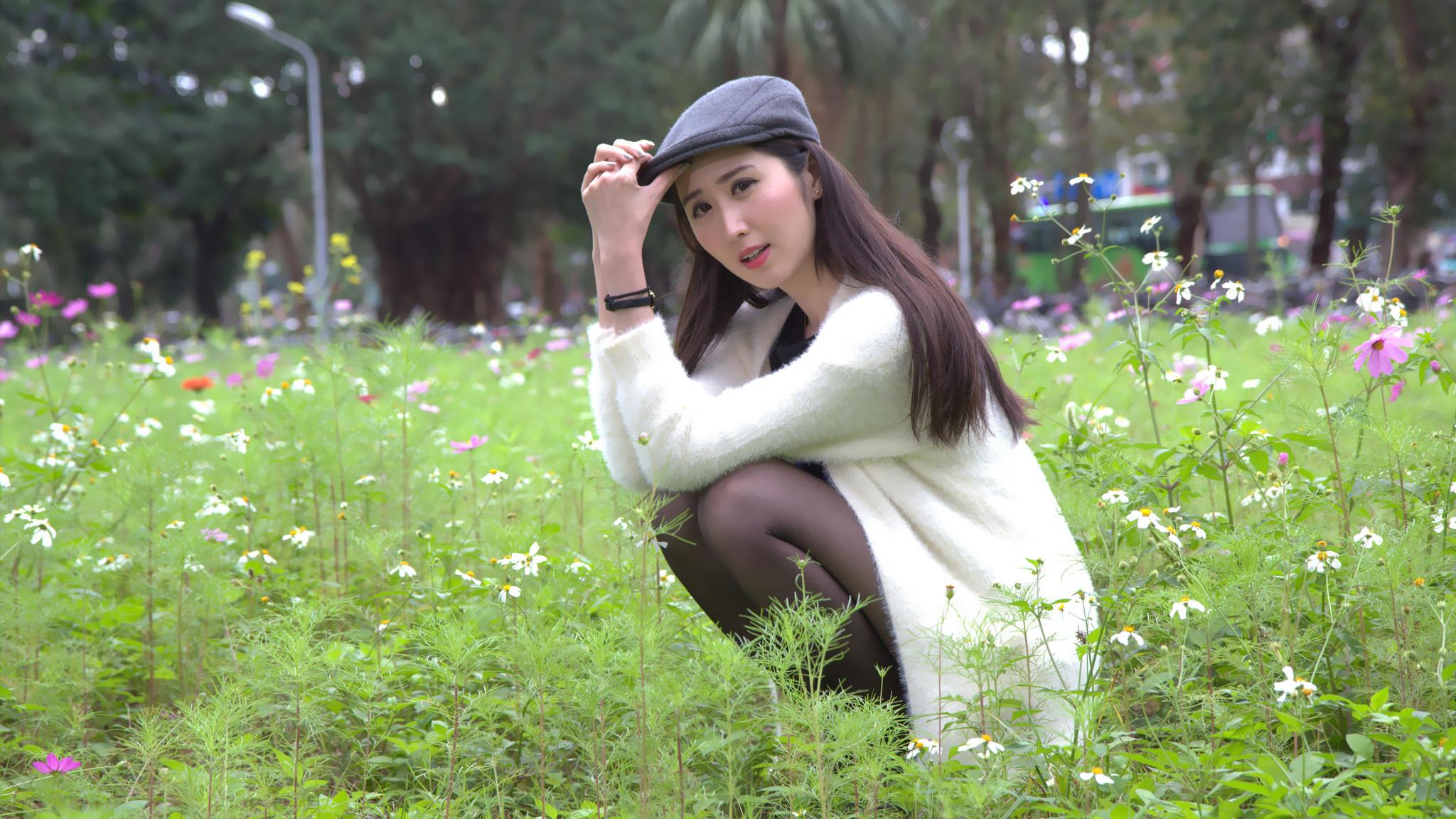 青春唯美:清纯靓丽校园美女大四学姐自拍 [21P]