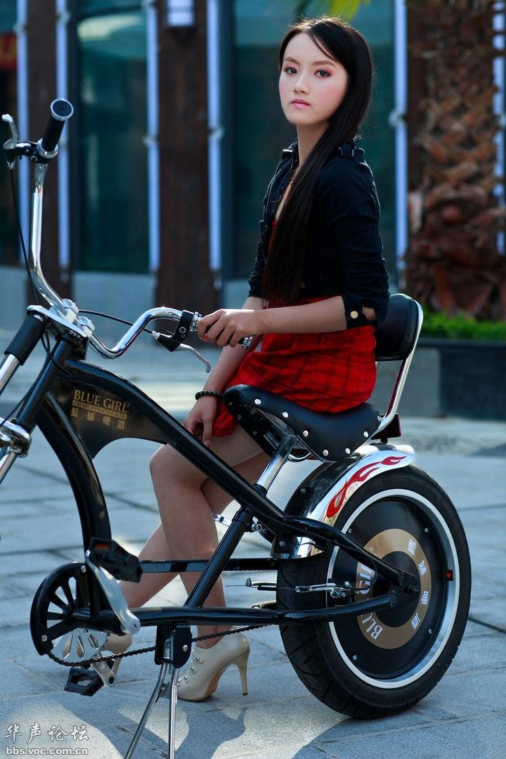 骑自行车的清纯小美女图片