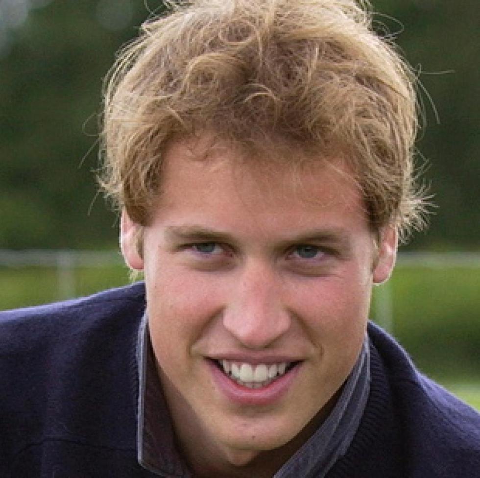 在母亲戴安娜王妃的教导下.威廉王子也很亲近平民.-乔治小王子抢