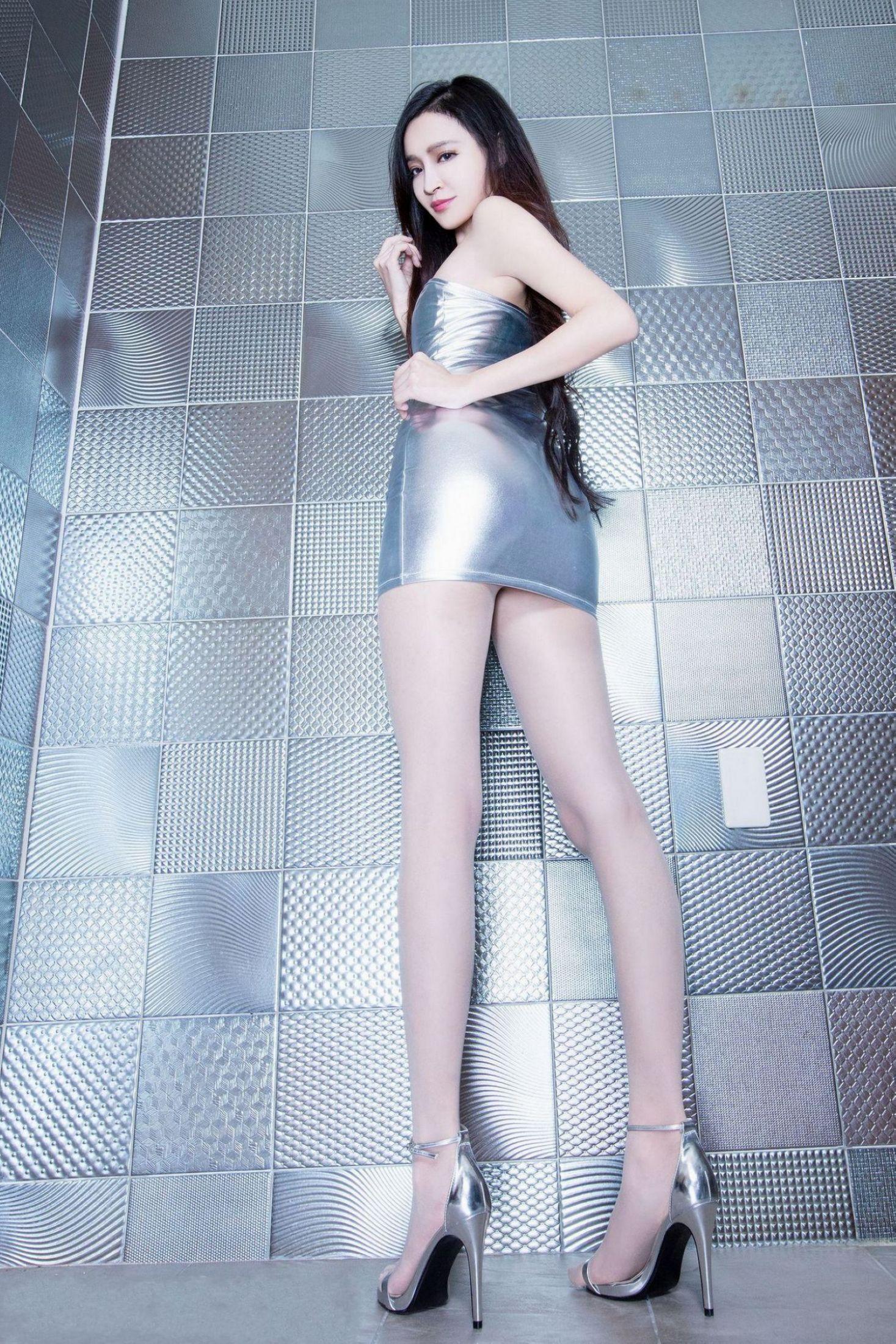美女美腿秀Avril - 花開有聲 - 花開有聲
