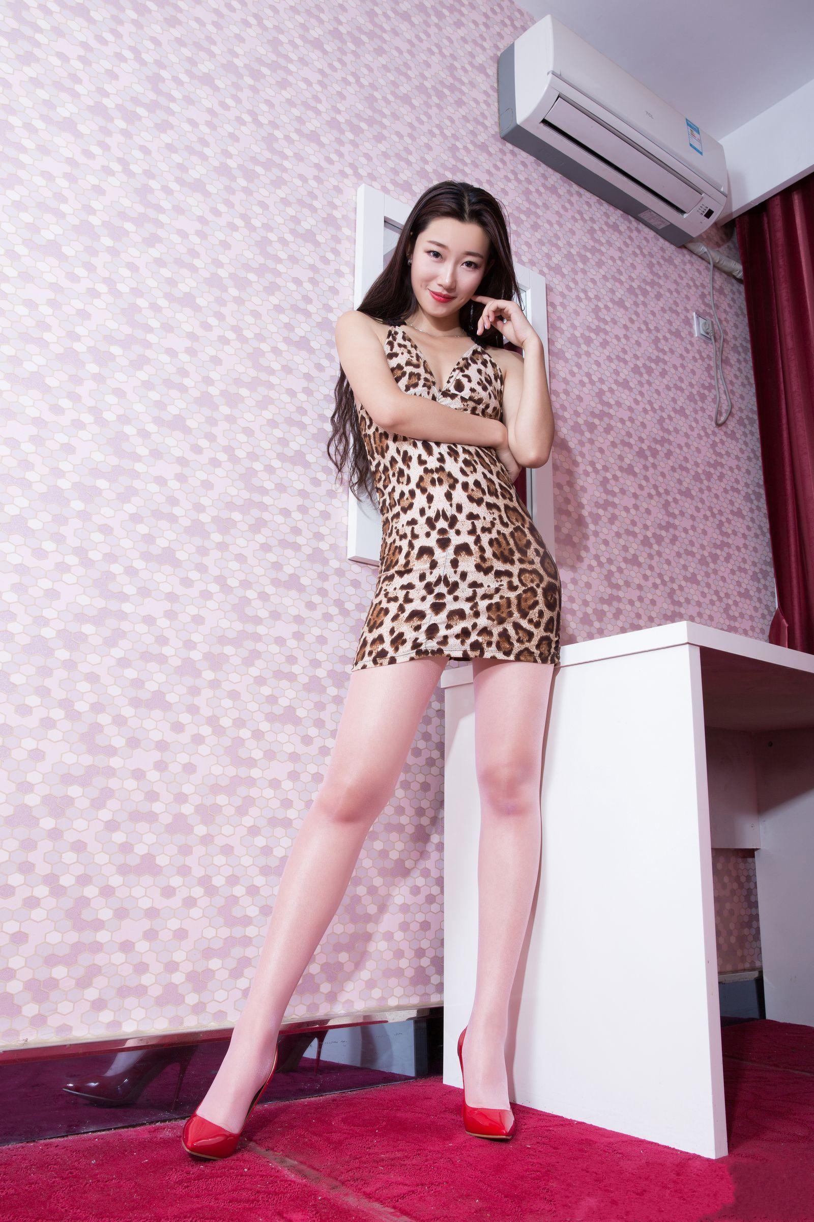 爱秀美腿秀妍妍2 - 花開有聲 - 花開有聲