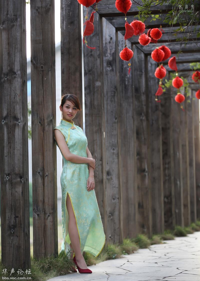 漂亮的荷花绿旗袍女 - 花開有聲 - 花開有聲