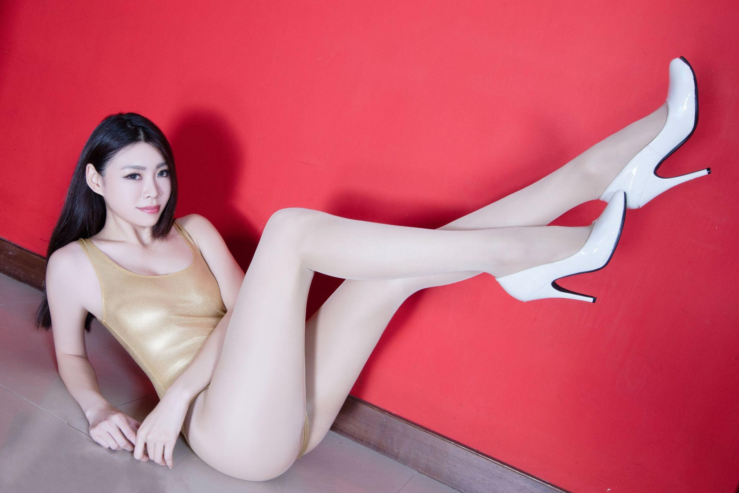 北彩美女美腿秀-Zoey[35P]d60RM