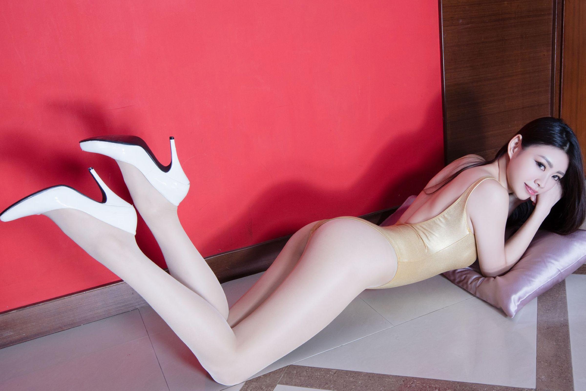 北彩美女美腿秀-Zoey[35P]NaAAz