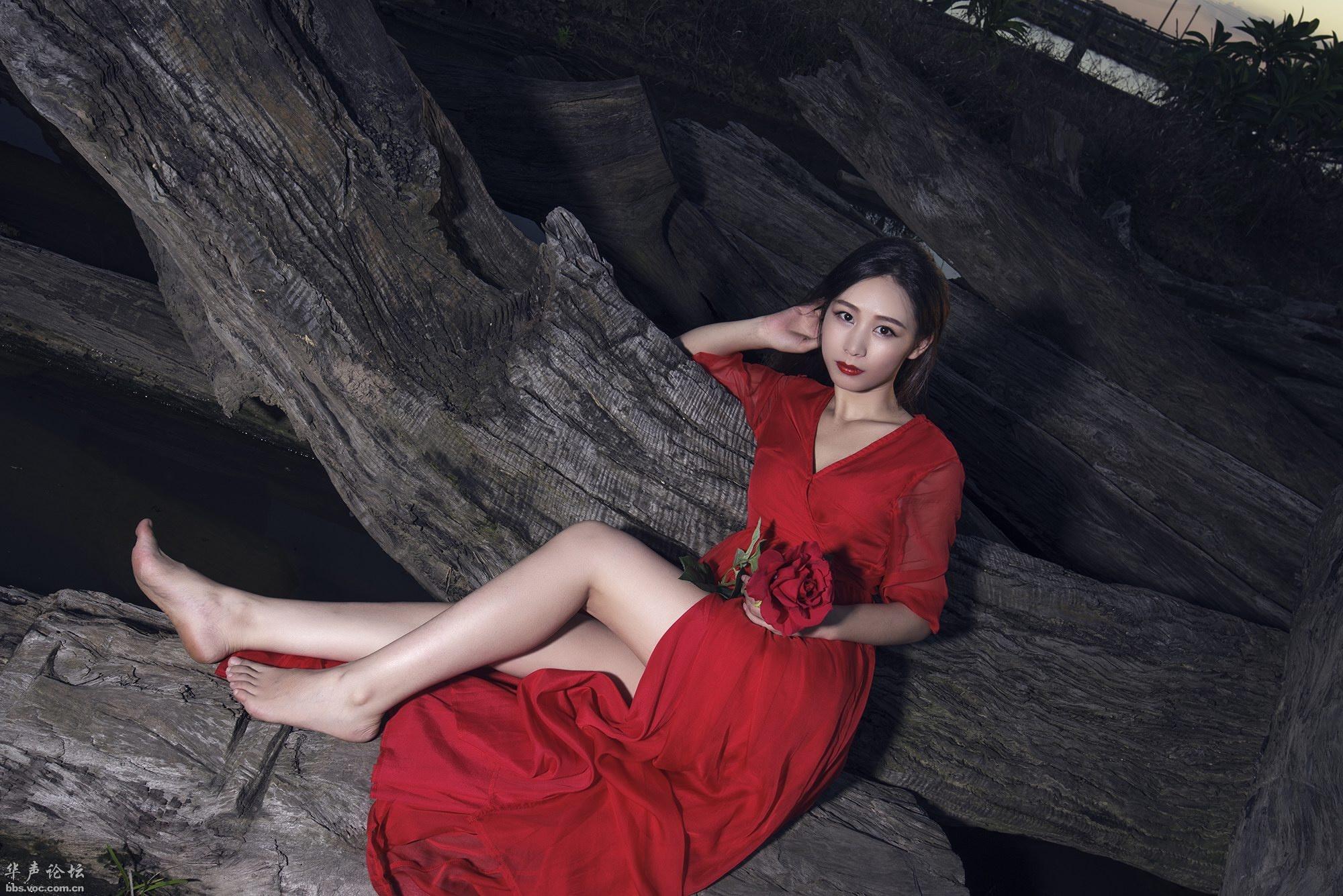 长腿美腿  红衣美眉 - 花開有聲 - 花開有聲