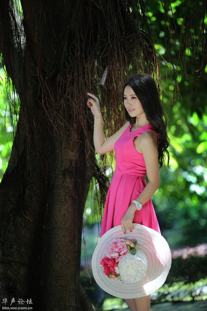 魅丽红裙-公园夏日 - 花開有聲 - 花開有聲
