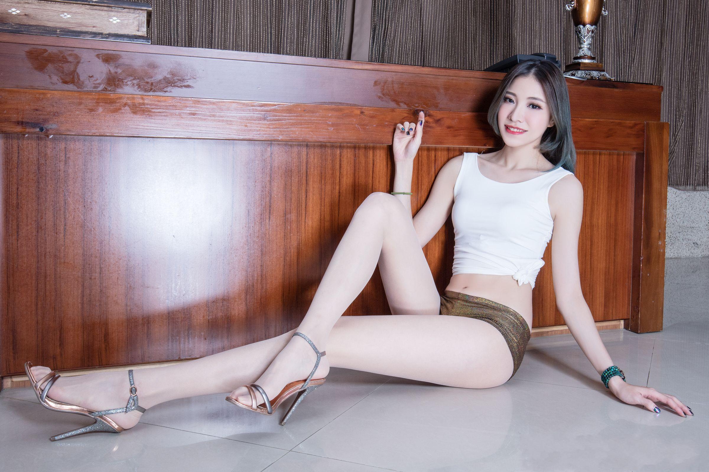 爱秀美腿秀Abby2 - 花開有聲 - 花開有聲